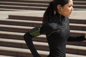 mulher corrida esporte fone de ouvido