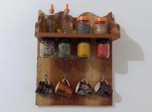 Como Fazer uma Prateleira Porta Temperos em Madeira para a Cozinha