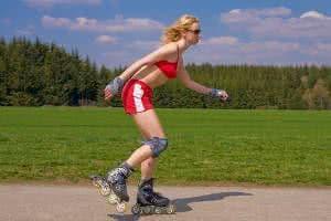 mulher patinando