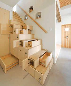 escada com gavetas