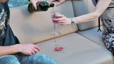 sofá casal vinho