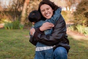 abraço mae filho