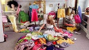 quarto roupas bagunça