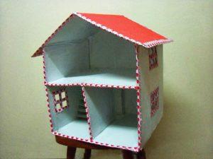 Casa de Bonecas com Caixa de Papelão