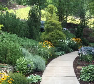 jardim em terreno em declive